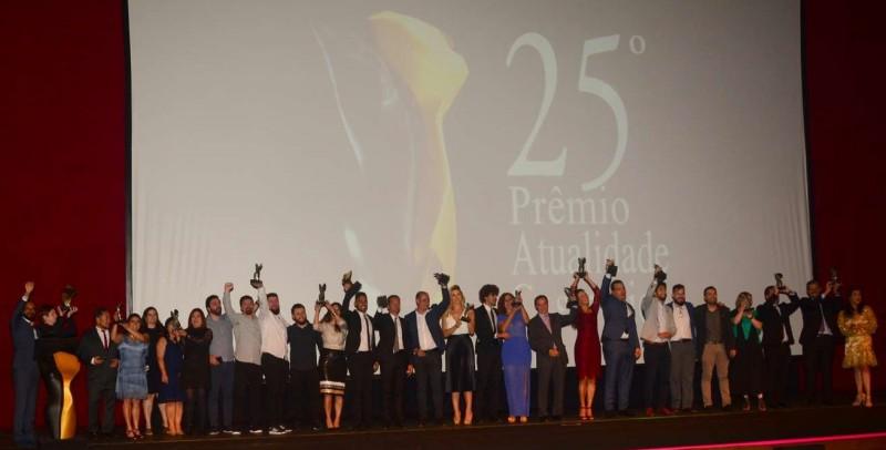 Emoção deu o tom da cerimônia de entrega do 25º Prêmio Atualidade Cosmética