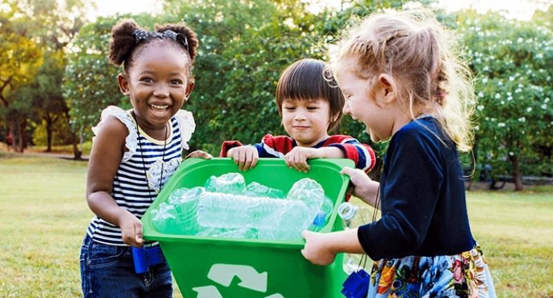 Estudo da Kantar aponta que 50% dos consumidores do mundo adquirem consciência ambiental através dos filhos
