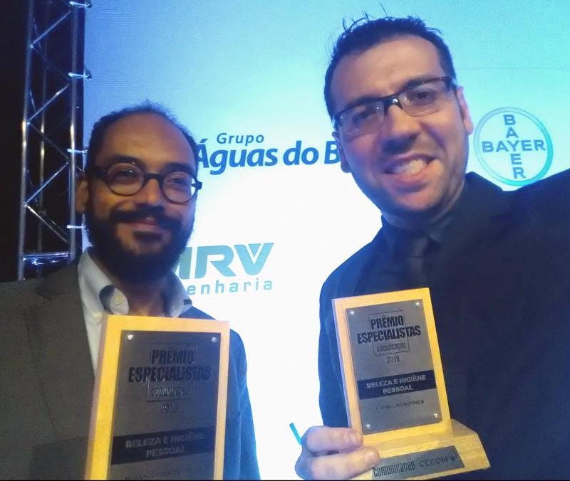 Jornalistas da revista Atualidade Cosmética são coroados no Prêmio Especialistas 2018
