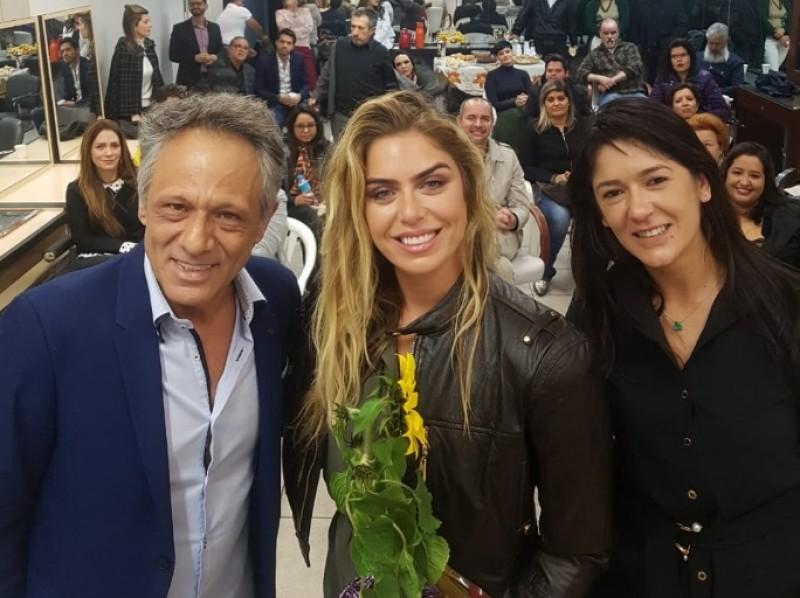 Luana Seródio, da Beleza na Web, é empossada como embaixadora do projeto tesourinha